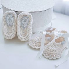Personalized baby booties, personalized baby gift, Booties ivory for baptism, booties for baby girl,  wedding baby shoes, christening shoes