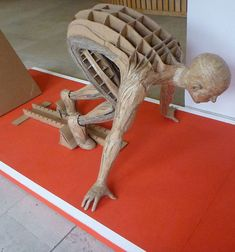 An incredible #recycled cardboard sculpture of a runner. Simply amazing! :-)