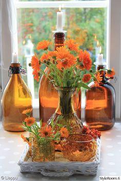 ruskea,oranssi,vanha pullo,kukat,keittiö