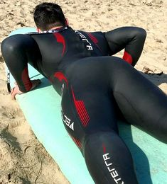 There is no heterosexual explanation for this Triathlon Wetsuit, Ugly Men, Football Boys, Tights Outfit, Muscle Men, Sport Man, Asian Men, Sport Outfits, Beautiful Men