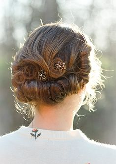 LOVE this vintage updo with Lilla Rose bobby pins!!!