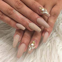 Beautiful  @fiina_nailsbykiss . . . #nails #nail #fashion #style #cute #beauty #nailartaddict #beautiful #mode #instagood #pretty #girl #girls #stylish #sparkles #styles #glitter #nailart #art #opi #photooftheday #essie #preto #branco #rosa #love #shiny #polish #nailpolish #nailswag