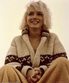 Last photos of Marilyn Monroe at the Santa Monica Beach (July 13, 1962 by George Barris)