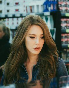 Elçin Sangu Prettiest Actresses, Beautiful Actresses, Photos Des Stars, Elcin Sangu, Trending Photos, Deep Curly, Turkish Beauty, Turkish Actors, Celebs