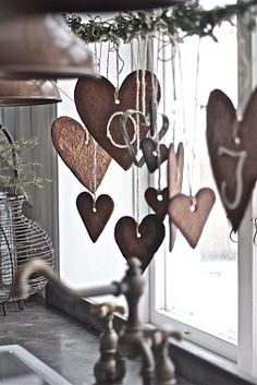 Make 'fake' gingerbread hearts in porcelain clay as Christmas decoration for kitchen window.