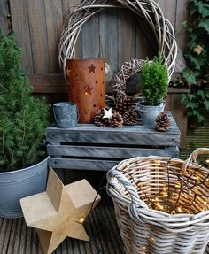 New Totally Free Saturday, my favorite day 😍 Today I'm going to pick something up again, I like it … Suggestions Baskets are preferred for decorative applications along with may be used functionally for regulatory Home Decor Baskets, Basket Decoration, Diy Home Decor, Christmas And New Year, Christmas Home, Xmas, How To Make Greens, Types Of Painting, New Years Party