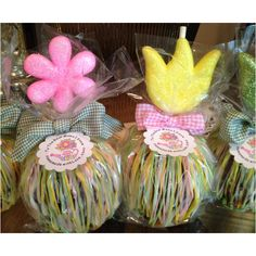 Small gift ideas.  Mother's Day inspired chocolate caramel apples I made for friends and family.
