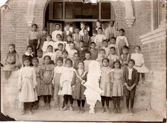 Lizzy Borton, School Teach in center rear with Josephine Warner on far left . Scratched out adversary in center Native American Photos, Native American Indians, Kids Sleep, Background Vintage, Tucson, Historical Photos, The Rock, Family Photographer, Photographs