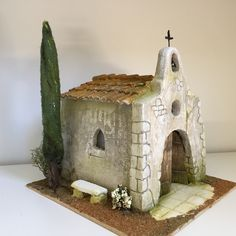 So simple, yet so effective Wood Crafts, Diy And Crafts, Pottery Houses, Christmas Village Display, Medieval Houses, Homemade Christmas Decorations, Miniature Houses, Fairy Houses, Bottle Crafts
