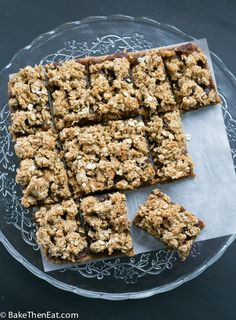 Easy Sticky date oat slices are a treat with very little sugar added. Most of the sweetness comes from the dates. Perfect for picnics and lunchboxes Oat Slice Healthy, Breakfast Bars Healthy, Healthy Bars, Healthy Snacks, Tray Bake Recipes, Bar Recipes, Date Slice, Bread Bar