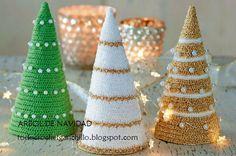 arbolitos de navidad tejidos con ganchillo