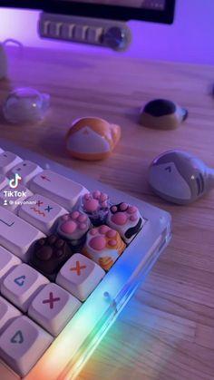 Kawaii Accessories, Gaming Accessories, Desktop Computers, Gaming Computer, Gaming Room Setup, Kawaii Room, Cat Paws, Aesthetic Videos, Cat Breeds