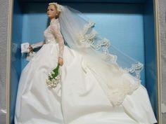 マテル社 2011年度発売 13100体 バービーグレース・ケリー ブライド ウェディングドレス 1956年4月世紀のロイヤルウェディング! モナコ王との挙式の時に着用したのが このウェディングドレス