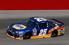 Chase Elliott honors his famous father, Bill, by painting his NAPA Chevy in the same style as Awesome Bill's Coor's Ford Nascar Race Cars, Nascar Sprint Cup, Chase Elliott Nascar, Warrior Cats Funny, Paint Schemes, Rally Car, Car And Driver, Car Humor, Black And Grey Tattoos