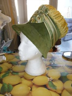 Fabulous Stovepipe Puff bonnet from this wonderful Live Journal....Love the great colors of the hat....