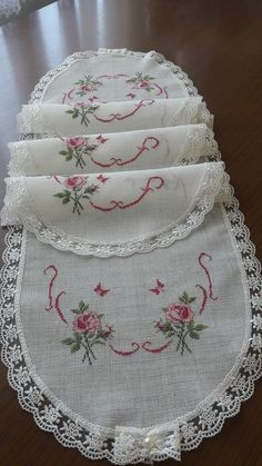 Yatak odası Cross Stitching, Cross Stitch Embroidery, Cross Stitch Patterns, Lace Patterns, Baby Knitting Patterns, Crochet Bedspread, Embroidery Fashion, Hand Embroidery Designs, Cross Stitch Flowers