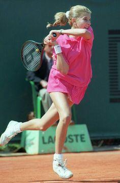 Monica Seles s'arrête en demi. Tennis Tips, Sport Tennis, Play Tennis, Monica Seles, Tennis Photos, World Of Sports, Roger Federer, Tennis Players, Tennis Racket