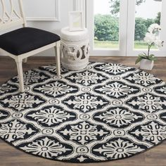 Safavieh Hand-hooked Lexington Ivory/ Black Polypropylene Rug (6' Round), Size 6' (Synthetic Fiber, Oriental)