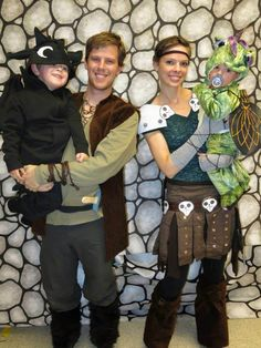 "Parents and children group costume. These ""How To Train Your Dragon"" costumes are so creative and cute!"