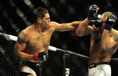 Mutante finaliza Hermansson e chega à terceira vitória consecutiva no UFC #globoesporte