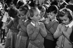 Kurt Hutton , born Kurt Hübschmann was a German-born photographer who pioneered photojournalism in England. Beginning his car. Black White Photos, Black And White, In Everything Give Thanks, School Prayer, Prayer Changes Things, Surreal Artwork, Magazine Pictures, Little Prayer, Precious Children