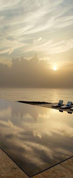 12 fotografías de piscinas con unas vistas preciosas y puestas en lugares insólitos | Decorar tu casa es facilisimo.com