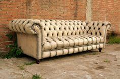 Nuevo diseño de sillón Chesterfield, fabricado con piel genuina y acabado envejecido, al estilo vintage. Fabricamos el mueble de tus sueños. Envíos a toda la república. https://www.facebook.com/mueblesvintagenial #vintage #retro #chesterfield #sofa #decoración #muebles