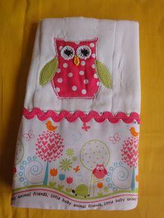 paño para bebe decorado en tela y crochet