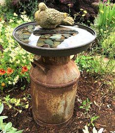 Modèles et idées pour faire un abreuvoir pour oiseaux Garden Yard Ideas, Diy Garden Projects, Diy Garden Decor, Garden Crafts, Garden Art, Easy Garden, Summer Garden, Garden Types, Rocks Garden