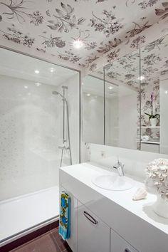 Geef je badkamer een hippe look met een leuk opvallend behang!