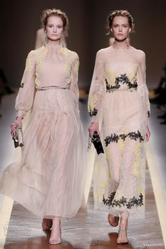 its all about the details in these nude spring dresses by Valentino Nude Spring Dresses, Event Dresses, Casual Dresses, Pretty Dresses, Beautiful Dresses, Couture Fashion, Fashion Show, Valentino Dress, Valentino Couture