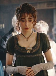 This lovely Regency era gown was designed for the 1995 adaptation of Jane Austen's Sense and Sensibility. It was made for Emma Thompson as Elinor Dashwood. The dress was seen again very briefly on. Regency Dress, Regency Era, Period Costumes, Movie Costumes, Acteurs Poldark, Recycled Costumes, Image Film, 1800s Fashion, Empire