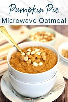 A warm and cozy bowl of oatmeal with the fall flavors of pumpkin pie. This simple oatmeal can be made in the microwave for an easy weekday breakfast. It's like eating pumpkin pie for breakfast, but healthy! Waffle Recipes, Oatmeal Recipes, Pumpkin Recipes, Best Breakfast Recipes, Healthy Dessert Recipes, Desserts, Microwave Oatmeal, Christmas Recipes Dinner Main Courses, Pumpkin Pie Oatmeal