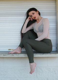 Capri Pants, Leggings, Spring, Fashion, Moda, Capri Trousers, Fashion Styles, Fashion Illustrations