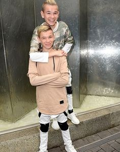 😍😘 *N Bars And Melody, I Go Crazy, Cute Twins, Star Wars, Handsome Boys, Ariana Grande, My Boys, Good Music, Hot Guys