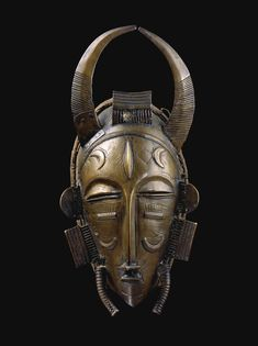 DIULA MASK, IVORY COAST haut. 32 cm 12 2/3 in Estimate 200,000 — 300,000 EUR  LOT SOLD. 240,750 EUR