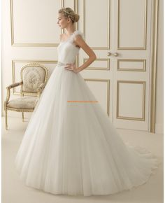 Image shared by Wedding Thingz. Find images and videos about wedding dress and bridal dress on We Heart It - the app to get lost in what you love. Inexpensive Wedding Dresses, Elegant Wedding Gowns, Wedding Dresses 2014, Wedding Bridesmaid Dresses, Bridal Dresses, Belle Cosplay, Bridal Gown Styles, Wedding Dress Organza, Mermaid Dresses