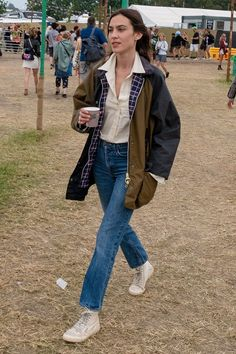 Celebrities at Glastonbury 2019 - Celebrities at Glastonbury 2019 Alexa Chung – HarpersBAZAARUK Mode Outfits, Winter Outfits, Fashion Outfits, Style Fashion, Preppy Fashion, Tokyo Fashion, Mens Fashion, Petite Fashion, Curvy Fashion