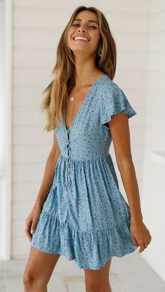 Valentina Kleid Baby Blue Daisy daisy kleid valentina Source by Monds Cute Summer Dresses, Casual Summer Outfits, Spring Outfits, Cute Dresses, Casual Dresses, Dresses Dresses, Dresses For Summer, Cute Summer Rompers, Denim Dresses