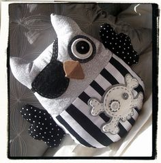 PIRATE OWL  Black White Grey par MyLittleFeather sur Etsy, $45.00