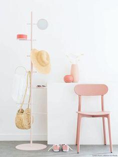 Soldes été 2020 Maisons du Monde : les pièces à shopper ! Coat Hanger Hooks, Coat Stands, Aesthetic Rooms, House Entrance, Colorful Interiors, Color Inspiration, Wardrobe Rack, Mirror, Pink