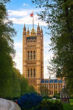 Houses of Parliament, London, England, UK.  Click on photo for home videos and more on Hotels, Restaurants and Things 2 Do.