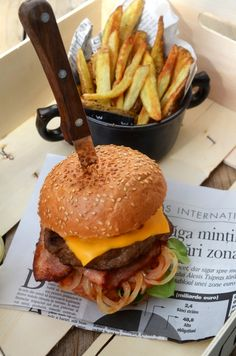 Bun Burger, Ketchup, Hot Dogs, Foodies, Bacon, Yummy Food, Meals, Cooking, Ethnic Recipes