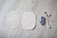 Round Zipper Pouch, Coin Purse Step-by-Step Tutorial. How to sew a small round purse with a zipper. Instructions for sewing in the photos. Diy Purse Tutorial, Zipper Pouch Tutorial, Tutorial Sewing, Sewing Projects For Beginners, Sewing Tutorials, Sewing Crafts, Bag Tutorials, Diy Coin Purse, Small Coin Purse