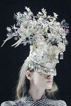 Garland Light by Studio Tord Boontje on a Phillip Treacy hat for Alexander McQueen, 2008.