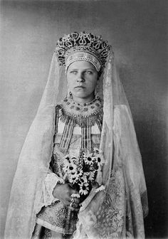 I love this headdress. Russian peasant woman in a festive outfit, beg. of XX c. Russian Beauty, Russian Fashion, Russian Folk, Russian Style, Russian Orthodox, Ethnic Dress, Imperial Russia, Folk Costume, Historical Costume