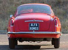 Après le second conflit mondial, Alfa Romeo a compris que le choix était de s'adapter au monde nouveau sorti de la guerre ou de périr. On passera donc de la haute couture à la production industrielle avec la mise en chantier de la 1900