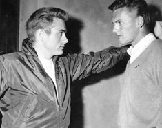 When closeted actors meet: Tab Hunter visits James Dean on the set of Rebel Without A Cause, 1955 Vintage Hollywood, Classic Hollywood, James Dean Pictures, Tab Hunter, Hunter Movie, Lgbt History, Nostalgia, Jimmy Dean, Cinema