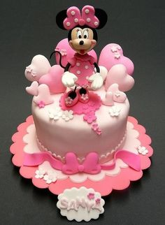minnie cake - love the cartoon heart balloons Mickey Mouse Torte, Torta Minnie Mouse, Mickey And Minnie Cake, Minnie Mouse Birthday Cakes, Bolo Minnie, Mickey Cakes, Baby Birthday Cakes, Mickey Birthday, Bolo Cake
