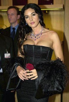 Is she wearing a pushup bra? Monica Bellucci Young, Monica Belluci, Beautiful Celebrities, Most Beautiful Women, Beautiful Actresses, Actresses With Black Hair, Hot Actresses, Kim Basinger Now, Italian Actress